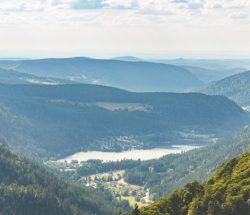 Au Clos de la Chaume campsite: View of a lake in the Vosges